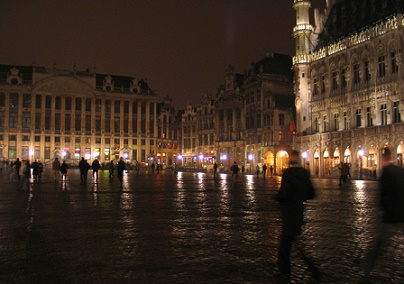tourist office at grand place brussels at night